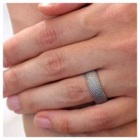 Ring Silber Dots an der Hand