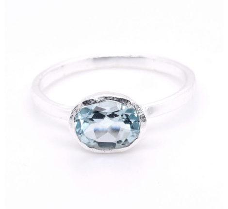 Ring Silber mit blauem Topas
