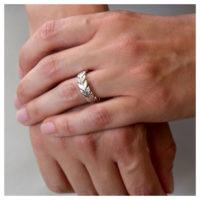 Ring Silber Blätterkranz an der Hand