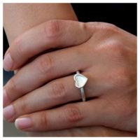 Ring Silber Herz an der Hand