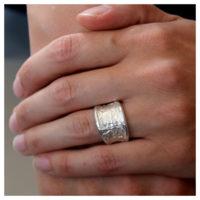 Ring Silber unregelmäßige Struktur an der Hand