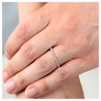Ring Silber Kügelchen an der Hand