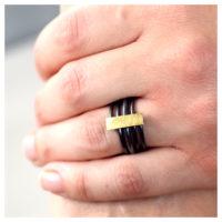 Ring oxidiert Feingold an der Hand