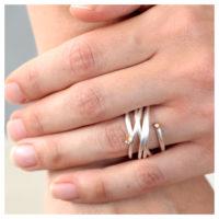 Ring Silber Zirkonia an der Hand