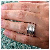 Ring Silber an der Hand