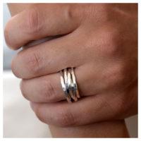 Wickelring Silber gehämmert an der Hand
