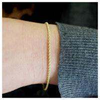 Armband Gelbgold am Arm