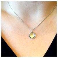 Kette oxidiert und vergoldet am Hals