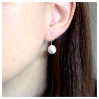 Ohrhänger Kügelchen Silber am Ohr