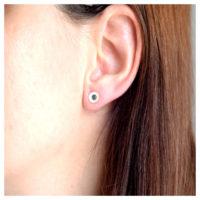 Ohrstecker Silber oxidiert am Ohr