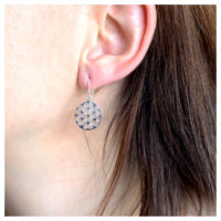 Ohrhänger Silber Lebensblume am Ohr