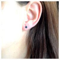 Ohrstecker Silber Plättchen am Ohr