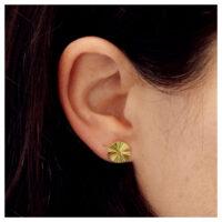 Ohrstecker vergoldet Strahlen am Ohr