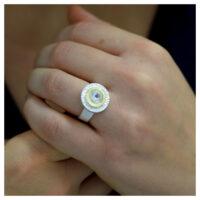 Ring Silber Feingold weißer Topas an der Hand