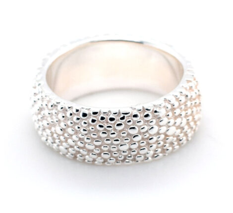 Ring Silber mit Oberfläche aus kleinen Kügelchen