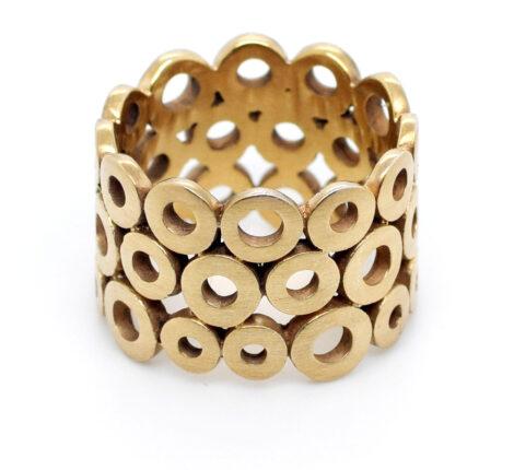 Ring aus vergoldeten Kreisen