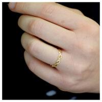 Ring Gelbgold geflochten an der Hand