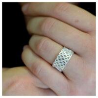 Ring Silber Ranken an der Hand