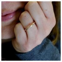 Ring rosévergoldet an der Hand
