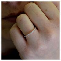 Ring rosévergoldet Zirkonia an der Hand